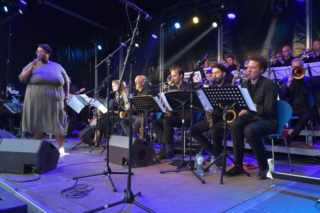 geluidsversterking-optredens-big-band-huren