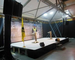 afgewerkt-podium-huren-tapijt-podiumrok