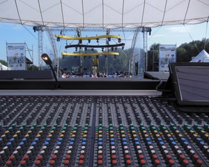 verlichting-geluidsinstallatie-corporate-events-huren