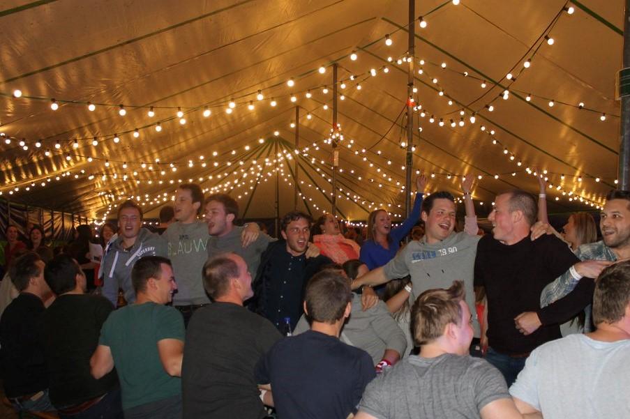 lichtslinger-feestslinger-guirlande-prikkabel-huren